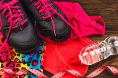 Espadrilles roses, bande de mesure et habillement de sport Image libre de droits