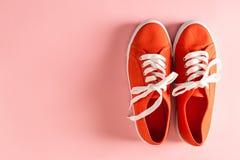Espadrilles rouges classiques Photos libres de droits