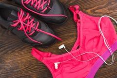 Espadrilles, shorts et soutien-gorge de sports Images libres de droits