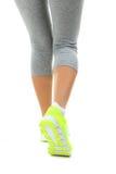 Espadrilles sur des jambes de femmes Image libre de droits