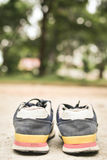 Espadrilles sur la nature Photo stock