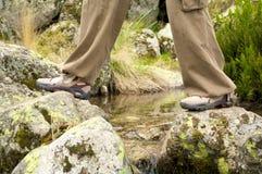 Espadrilles sur les roches Image stock