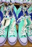 Espadrilles vertes et bleues Images libres de droits