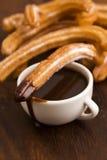 Espagnol Churros de Deliciuos avec du chocolat Photo libre de droits