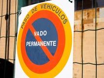 Espagnol de signe de stationnement interdit Images stock