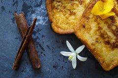 Espagnol traditionnel torrijas (pains grillés français) Dessert de semaine sainte Image stock