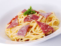 Espaguete com carne fumada Fotos de Stock