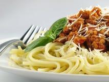 Espaguete com manjericão Fotos de Stock