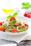 Espaguete com pesto e tomate fotos de stock royalty free