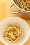 Espaguete com rosemary & alho Imagens de Stock Royalty Free