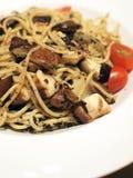 Espaguete com trufas e cogumelos Fotografia de Stock Royalty Free