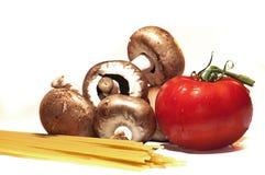 Espaguete, tomate e cogumelo Fotografia de Stock