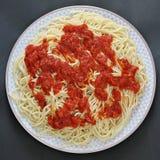 Espaguetes com molho de tomate, massa com molho de tomate Imagens de Stock