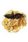 Espaguetes com os mexilhões no fim da bacia acima Fotos de Stock