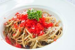Espaguetes com os ovos do camarão na parte superior Foto de Stock Royalty Free