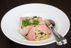 Espaguetes com peito de pato Fotografia de Stock Royalty Free