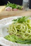 Espaguetes com pesto da rúcula Imagens de Stock Royalty Free