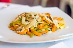 Espaguetes com queijo e cogumelos Foto de Stock