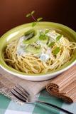 Espaguetes com quivi Imagem de Stock Royalty Free