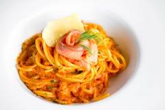 Espaguetes com salmão fumado Fotografia de Stock