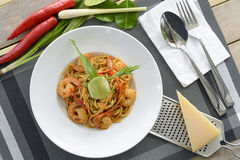Espaguetes com Tom Yam Goong de creme fotografia de stock