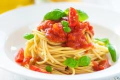 Espaguetes com tomates Fotografia de Stock Royalty Free