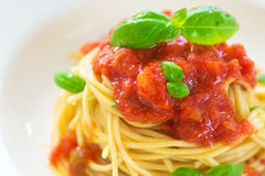 Espaguetes com tomates Fotos de Stock Royalty Free