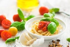 Espaguetes com tomates Imagens de Stock