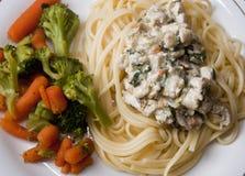Espaguetes com vegetais Fotografia de Stock
