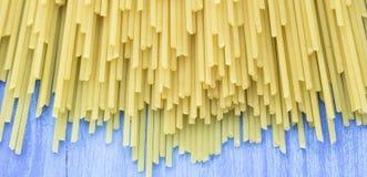 Espaguetes crus da massa Imagem de Stock Royalty Free