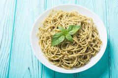Espaguetes da massa com pesto do molho Foto de Stock
