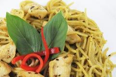 Espaguetes e galinha Imagem de Stock Royalty Free