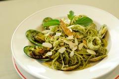 Espaguetes Genovese com marisco imagem de stock royalty free