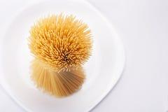 Espaguetes na placa branca Imagens de Stock Royalty Free
