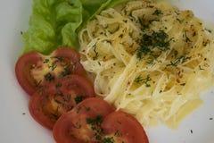 Espaguetes para o jantar com vegetais Imagem de Stock