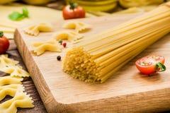 Espaguetes secos e a outra massa Foto de Stock