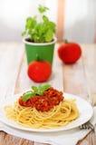 Espagueti boloñés en la placa blanca Fotografía de archivo