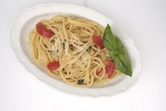 Espagueti con el tomate fresco Foto de archivo libre de regalías
