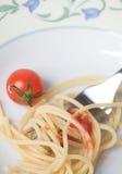 Espagueti con el tomate - pastas Imágenes de archivo libres de regalías