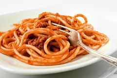 Espagueti con la salsa de tomate Foto de archivo libre de regalías