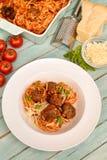 Espagueti con la salsa y las albóndigas de tomate Fotos de archivo