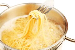 Espagueti de ebullición Fotografía de archivo