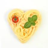 Espagueti en forma de corazón Imagenes de archivo