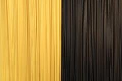 Espagueti negro y amarillo Fotografía de archivo