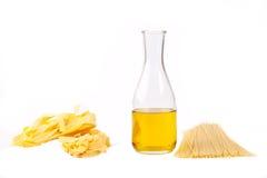 Espagueti y aceite de oliva Fotos de archivo libres de regalías