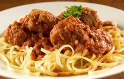 Espagueti y albóndigas fotos de archivo