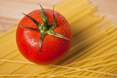 Espagueti y tomate Fotos de archivo libres de regalías