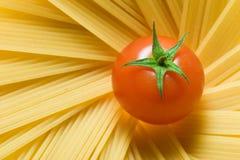 Espagueti y tomate Imagen de archivo libre de regalías