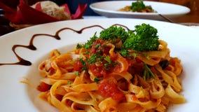 Espaguetis calientes con la salsa de tomate Imagen de archivo