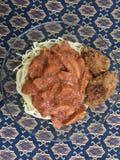 Espaguetis con el ala de pollo Imágenes de archivo libres de regalías